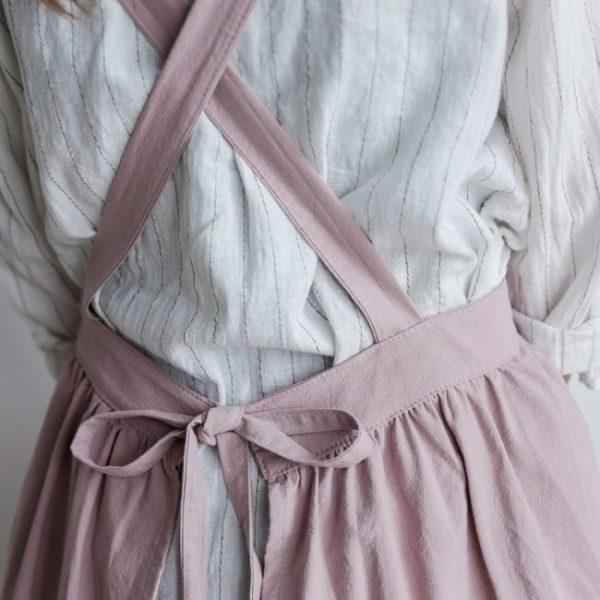 robe-tablier-en-lin-rose-vue-de-dos