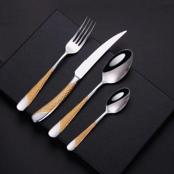 menagere-couteau-steak-couleur-dore