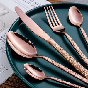 menagere-moderne-de-couleur-rose-gold