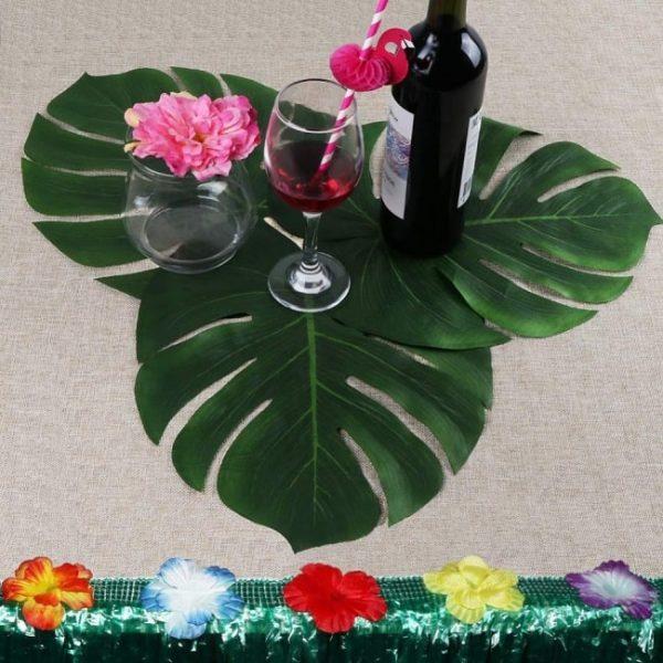 chemin-de-table-feuillage-avec-feuilles-de-palmier