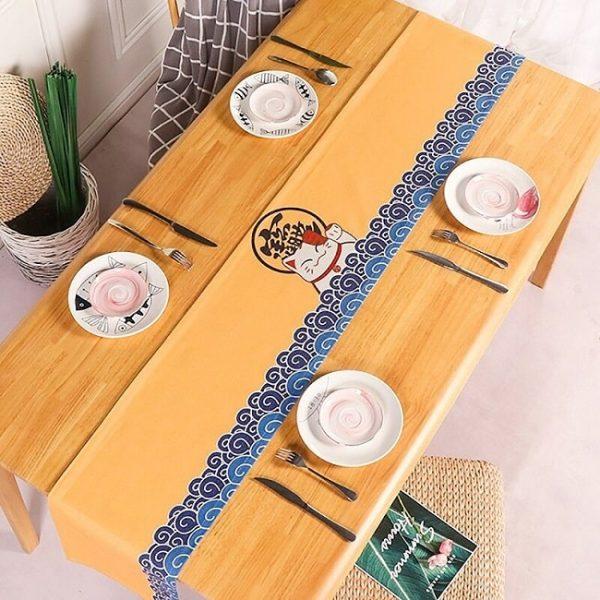 chemin-de-table-japonais-avec-chat-maneki-neko