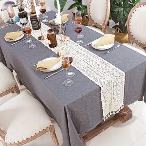 chemin_de_table_dentelle_ivoire_en_coton_sur_nappe_grise